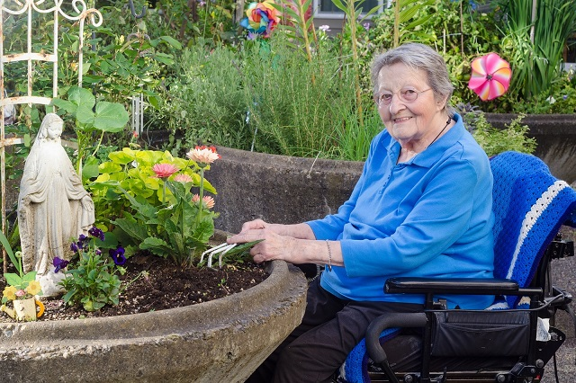 Home Senior Sitting Services in and near Naples Florida